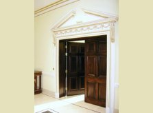 Double doors in sustainable mahogany (sapele) with architrave to match cornice. Madrid, Spain