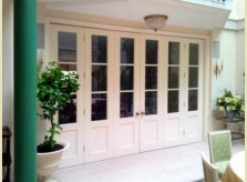 Folding veranda doors for a London house