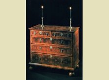 Late 17th Century William and Mary period oyster veneered chest of drawers